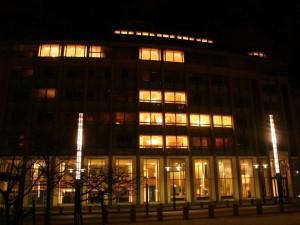 Likestillings-departementet i Oslo ved natt