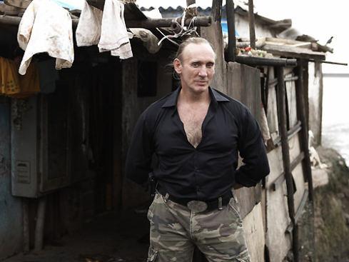 Gregory-David-Roberts-in-the-slum